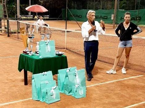 Premiazione: Il Presidente Pietro Paolo Pieruzzini e Sara Isolani
